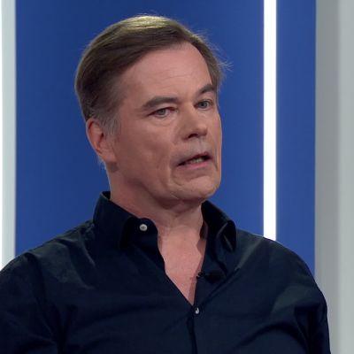 Näyttelijä Carl-Kristian Rundman kertoo miten muumit saivat erikieliset äänensä Muumilaako-sarjassa