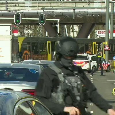 Ampumavälikohtaus raitiovaunussa Hollannin Utrechtissa