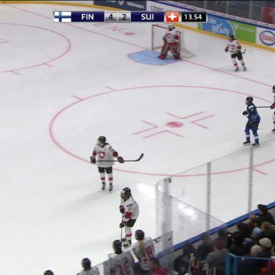 Sanni Hakala jätti ottelun kesken Sveitsiä vastaan