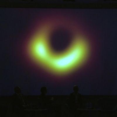 Mustasta aukosta saatiin ensimmäinen kuva