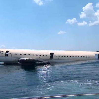 Turkissa upotettiin matkustajakone sukeltajien iloksi