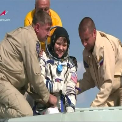 Astronautit laskeutuivat maan kamaralle puolen vuoden komennuksen jälkeen