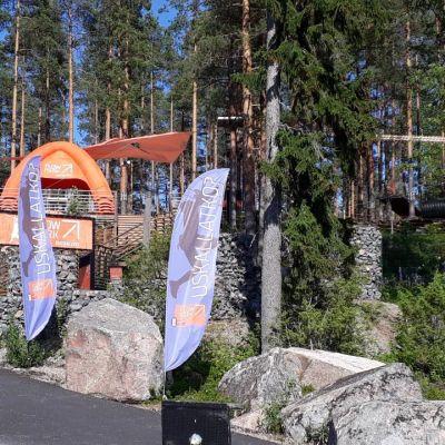 Ähtäri Zoon yhteydessä toimii Flowpark-kiipeilypuisto