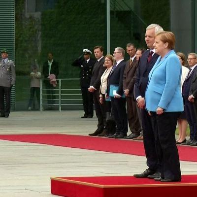 Liittokansleri Angela Merkel sai jälleen tärinäkohtauksen ottaessaan vastaan pääministeri Antti Rinteen