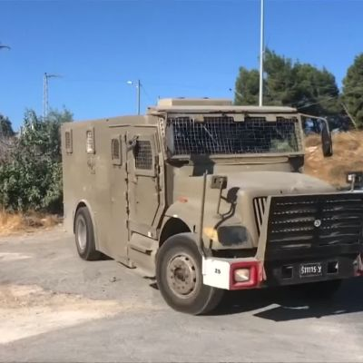 Israelin armeija etsii puukottajaa