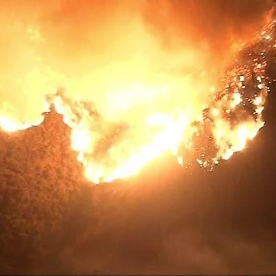 Kaliforniassa tuhansia evakuoitu maastopalojen takia