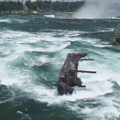 Sata vuotta vanha hylky liikkui kohti Niagaran putousten reunaa