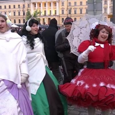 Aleksanterinkatu sai jouluvalaistuksen Helsingissä