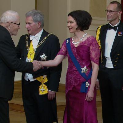 Eino ja Väinö Kinnunen juhlivat presidentin itsenäisyyspäivän vastaanotolla