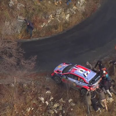 Suurmestari teki järkyttävän virheen! Sébastien Loeb putosi Esapekka Lapin taakse
