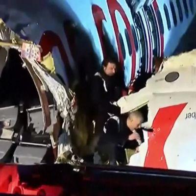 Istanbulissa matkustajakone suistui kiitoradalta - useita loukkaantuneita