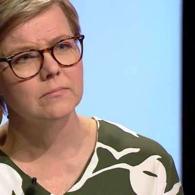 Vihreiden ilmastoministeri Krista Mikkonen väistelee kysymystä ydinvoimasta