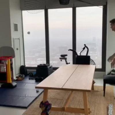 NBA-tähti Lauri Markkasen heittoharjoitus kattohuoneistossaan