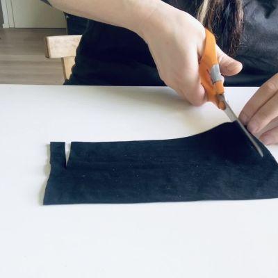 Jenni Ahtiainen suunnitteli maskin ilman ompelukonetta - sukkismaskin ohje