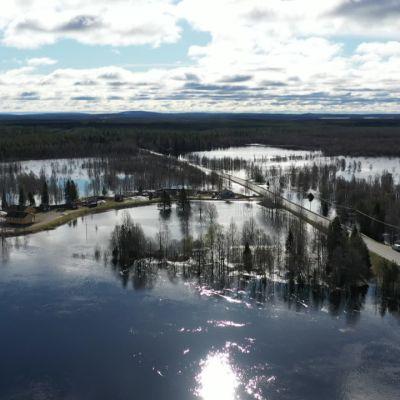 Ounasjoki nousee jo kaduille Kittilässä
