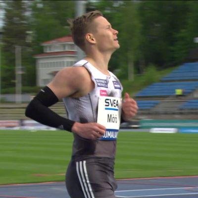 Oskari Mörö juoksi 200 metrin aitojen SE:n