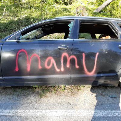tuhottu auto