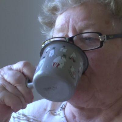 Tukala helle koettelee vanhuksia