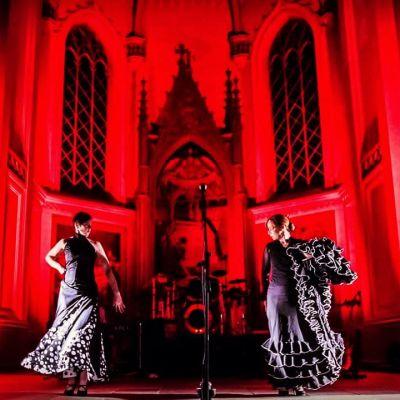 Flamencotanssijoita Human Designin konsertissa Vaasan kirkossa.