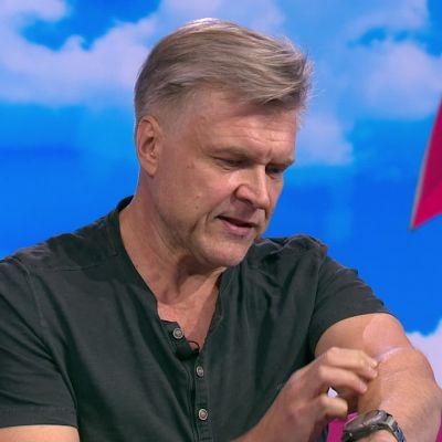 """Petri Kotwicalla pettää pokka, kun hän ohjaa draamaa: """"Omat hampaanjäljet käsivarressa"""""""
