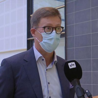 Koronatilanne Varsinais-Suomessa kiihtyy – johtajaylilääkäri: Kaikkien täytyy viimeistään nyt ottaa asia vakavasti