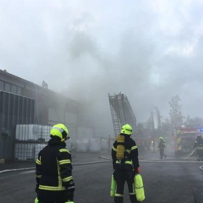 Teollisuusrakennus paloi Salossa