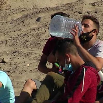 Migranter anländer till Kanarieöarna