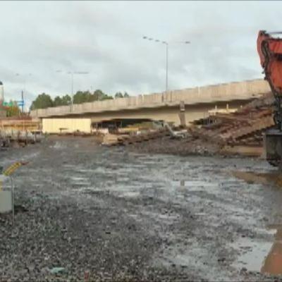 Pohjantien vanhan sillan räjäytystyöt aloitettiin maanantaina, jolloin siltatyömaata urakoivan Kreaten työpäällikkö Ville Tiiro otti oheisen videon.