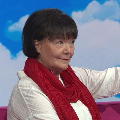 """Outi Pakkanen tunnisti vaivatta television dekkarihahmot mutta yksi on ylitse muiden: """"Hän on niin eroottinen"""""""