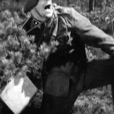 Ote Tuntemattoman sotilaan ennakkomainoksesta 1955 muunnettuna gif:ksi.