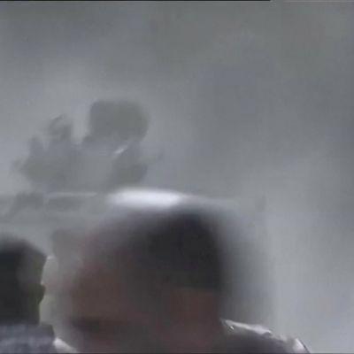 Jemenissä hallitus kranaatti-iskun kohteena