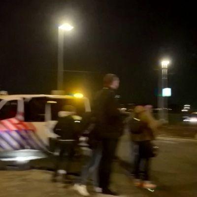 Poliisit valvovat Hollannin katuja - Levottomuudet tyyntyneet