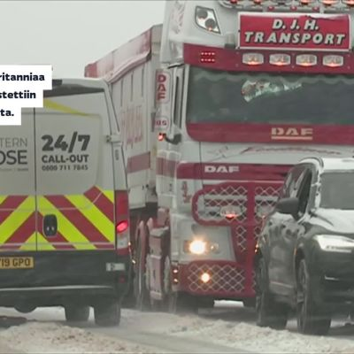 Lumentulo sulkee Keski-Euroopassa koronarokotuspisteitä, kouluja ja liikenneyhteyksiä
