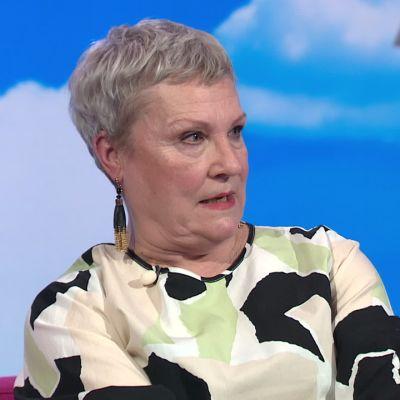 Näyttelijä Tiina Weckströmillä on poikkeuksellisen laaja ääniala, ja siitä on apua roolihahmon tekemisessä