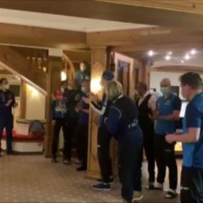 Näin MM-mitalisti Ilkka Herola otettiin vastaan Suomen hotellilla