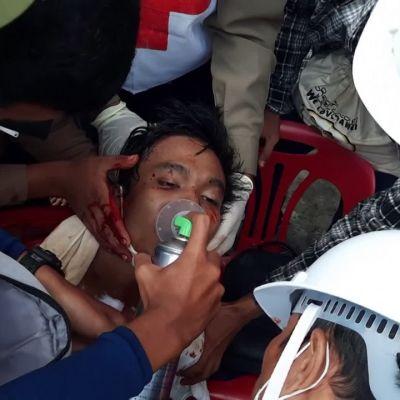 Vallanpitäjät hajottivat mielenosoituksen väkivalloin Myanmarissa