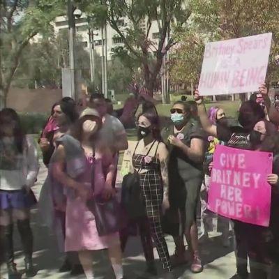 Britney Spearsin fanit vaativat tähdelle vapautta Los Angelesissa