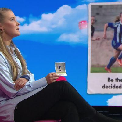 Jalkapalloilija Amanda Rantanen kertoo tärkeästä valokuvasta, joka on aina mukana pelireissuilla