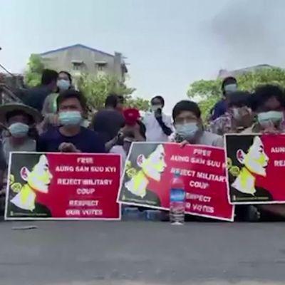 Myanmar suree satoja väkivallan uhreja