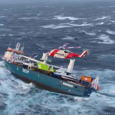 Ajelehtivan rahtialuksen pelätään uppoavan Norjanmerellä