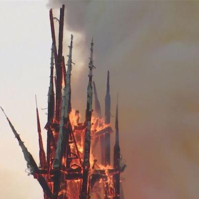Tulipalo raivosi historiallisessa Notre-Damen katedraalissa tasan kaksi vuotta sitten –  korjaustyöt eivät sovi korkeita paikkoja pelkäävälle