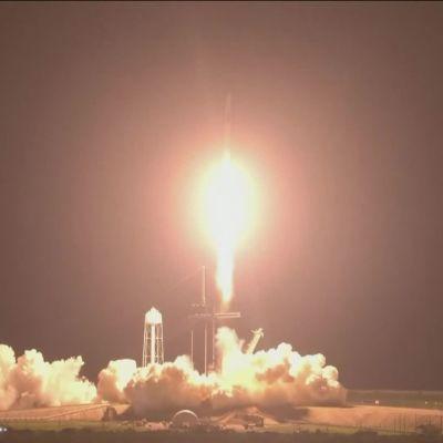 Miehistö ammuttiin kohti avaruusasemaa SpaceX:n raketilla.