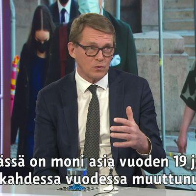 Keskustan Matti Vanhasen mukaan hallituksen puoliriihtä koskeva erilmielisyys talousraamin aikataulusta ei koske vielä ensi vuotta.