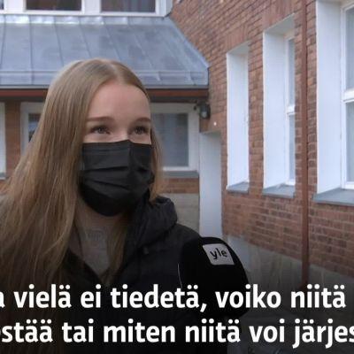 Rovaniemeläinen Unna Karppinen odottaa ylioppilasjuhliaan epävarmuudessa.