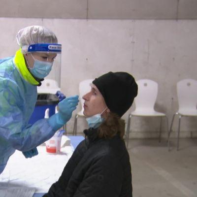 Suomen ensimmäinen oireettomien koronaseulonta käynnistyi Turussa pikatesteillä