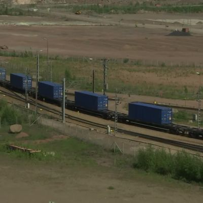 Kilometrin mittainen juna lähti Japania kohti