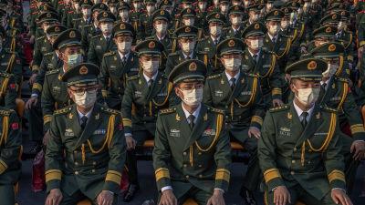 Kinesiska militärer väntade på Himmelska fridens torg på att få delta i en parad.