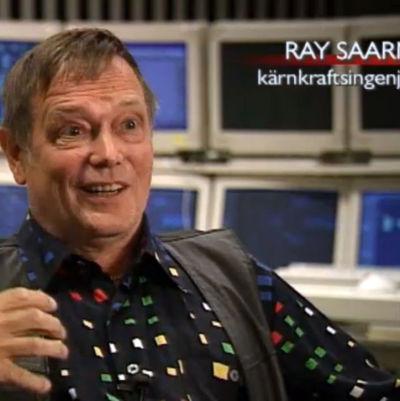 en man som blir intervjuad