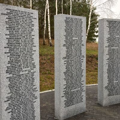 Kaatuneiden saksalaissotilaiden muistomerkki Seerlower Höhessä Berliinin ulkopuolella.