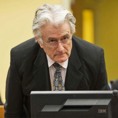 Radovan Karadzic oikeuden istunnossa.
